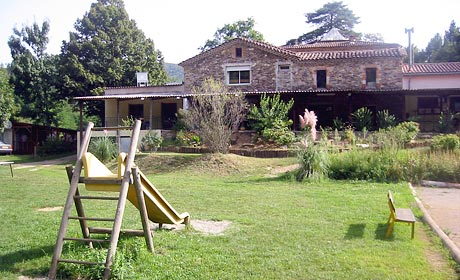 C556F3058D1B0956-3-campings-camping-du-chateau-de-l-hom-saumane-languedoc-roussillon